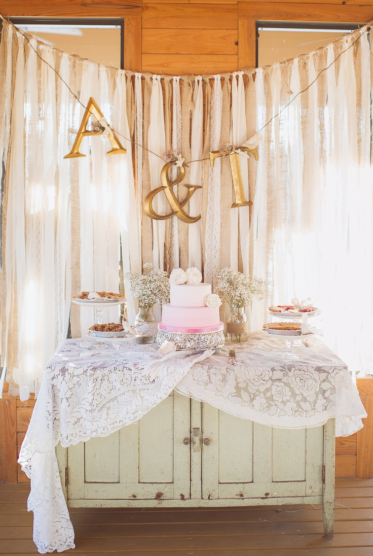 Roustic elegant dessert table