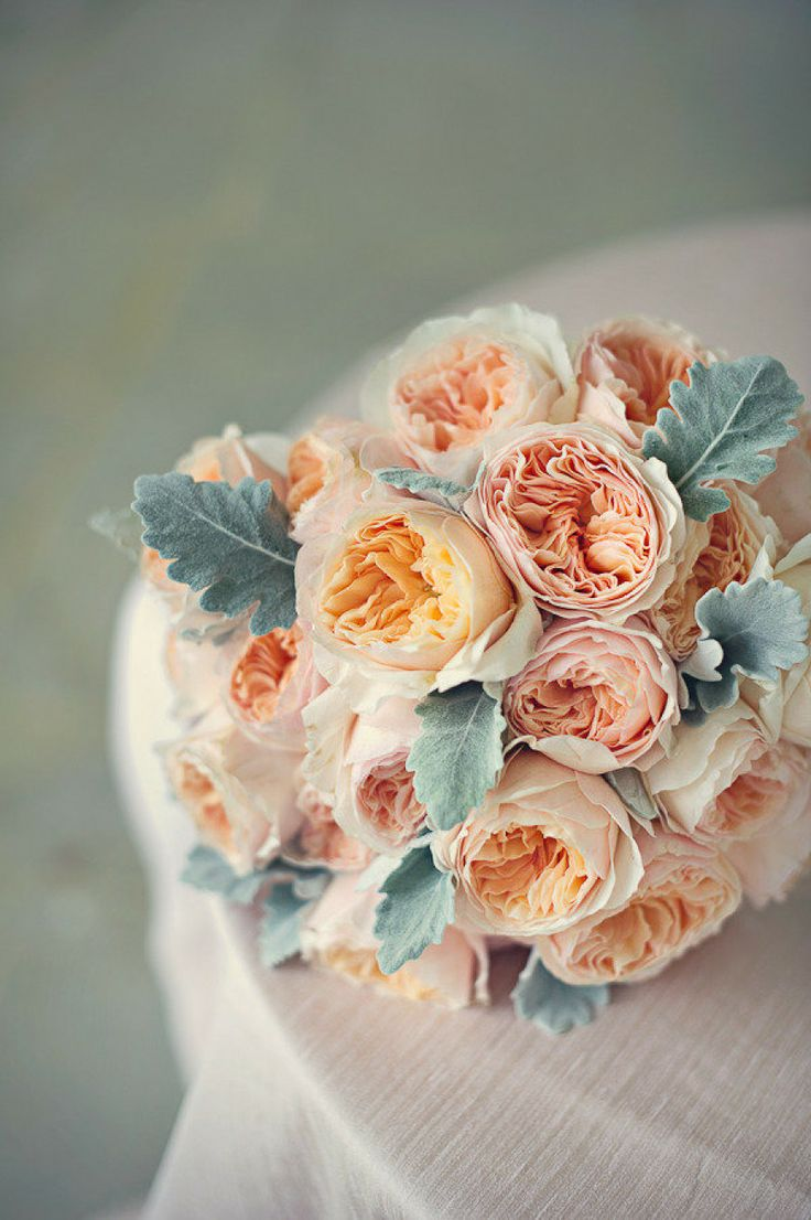 Santorini-weddings-bridal bouquet