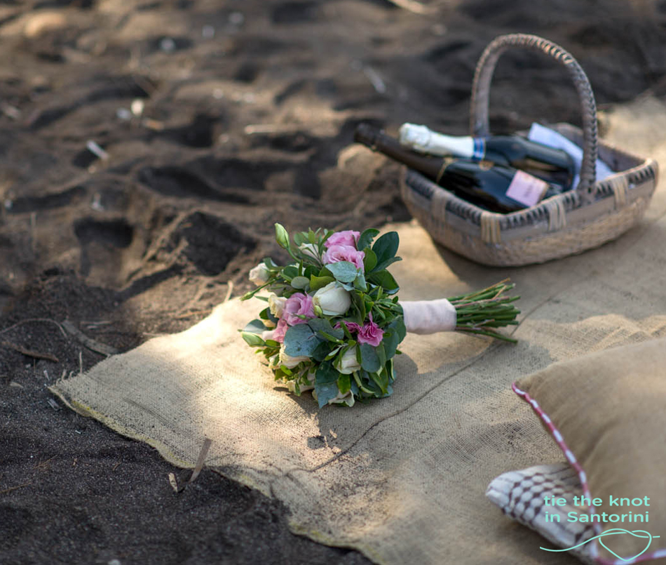 Santorini weddings-Bridal bouquet http://tietheknotsantorini.com/