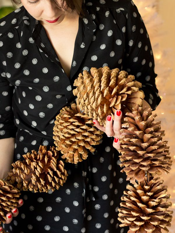DIY Christmas decor-pinecones