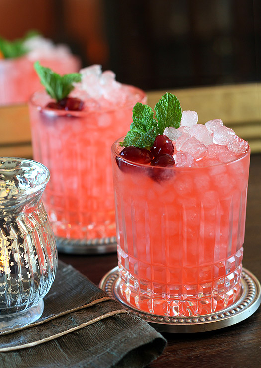 Cranberry Fizz Cocktail Recipe: 5 Easy New Year's Eve Cocktails