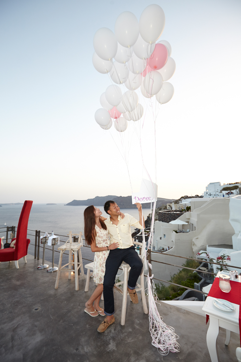 Santorini marriage proposal- balloons