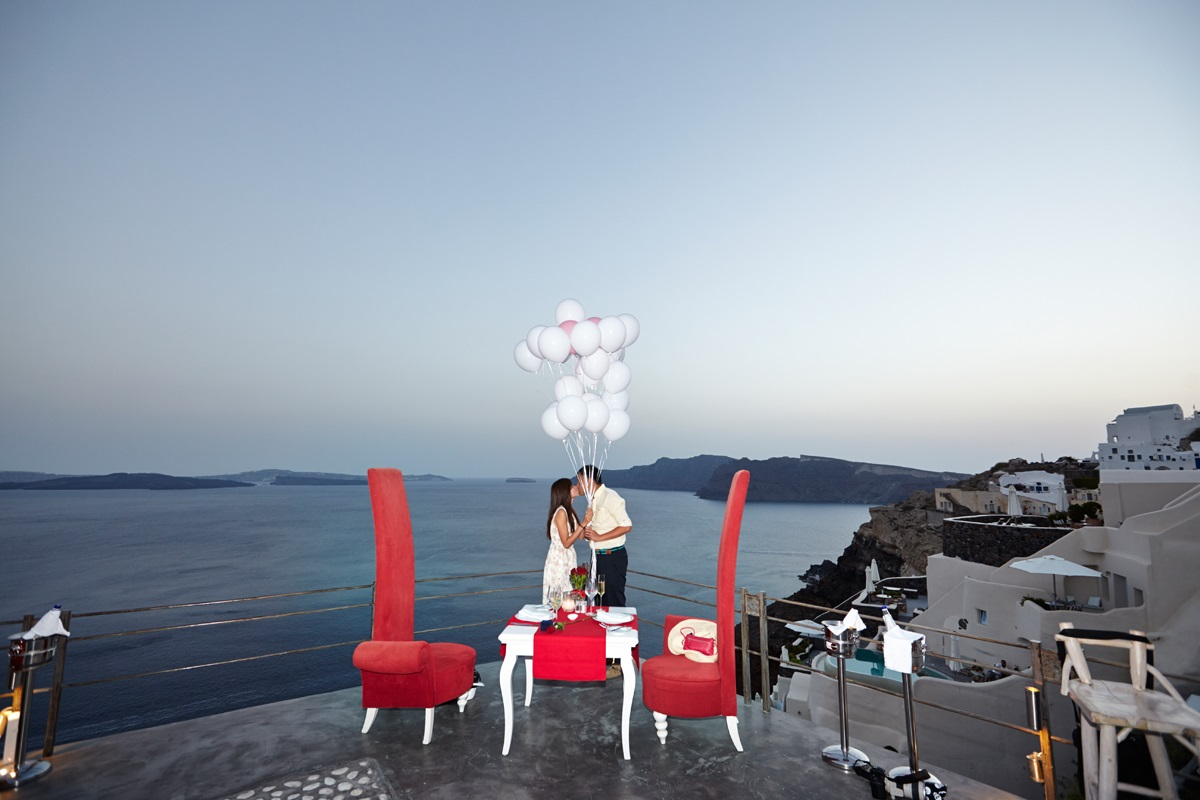 Santorini marriage proposal -balloons