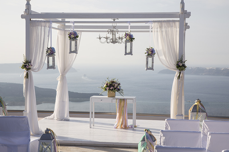 Whimsical wedding in Santorini