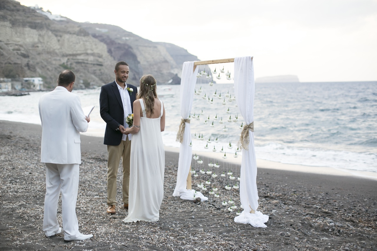 Bohemian wedding in Santorini-wedding ceremony