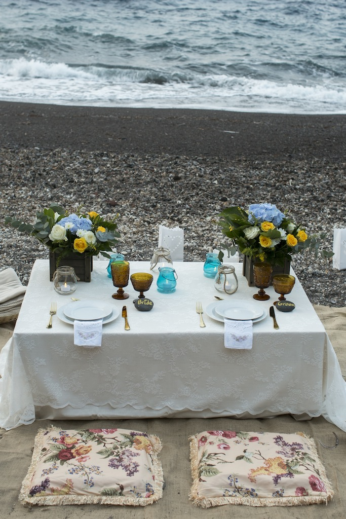 Bohemian beach wedding in Santorini-beach picnic
