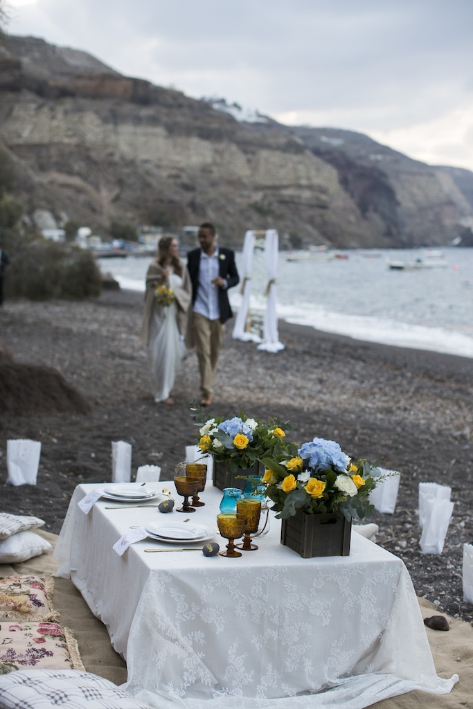 Boho styled wedding in Santorini-beach picnic