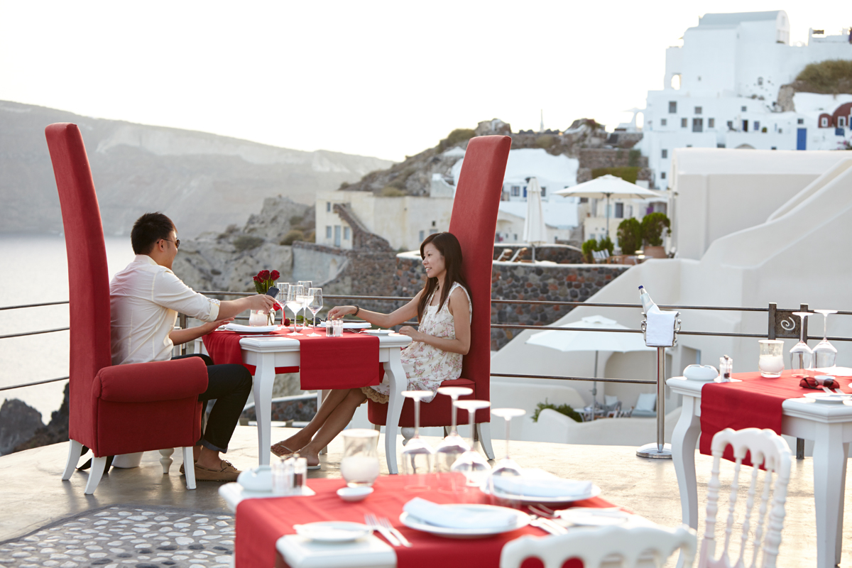 Santorini marriage proposal-romantic dinner