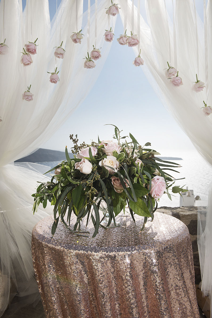 Rose gold wedding in Greece- Tie the knot