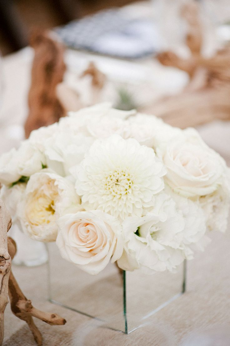 White centerpiece|wedding in santorini
