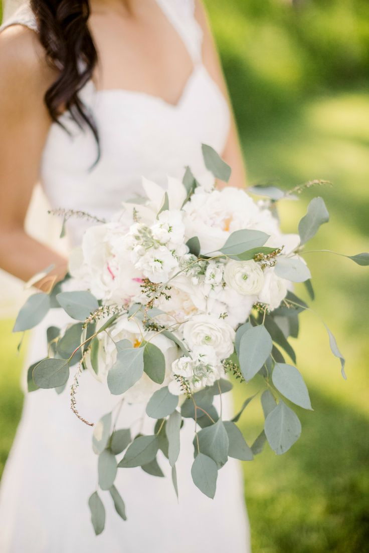 white bouquet |Santorini wedding inspiration