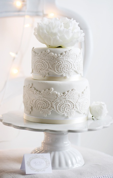 White wedding cake |Santorini wedding inspiration