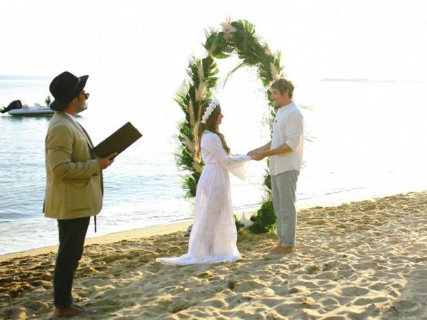 Surf wedding in Greece- Tie the knot