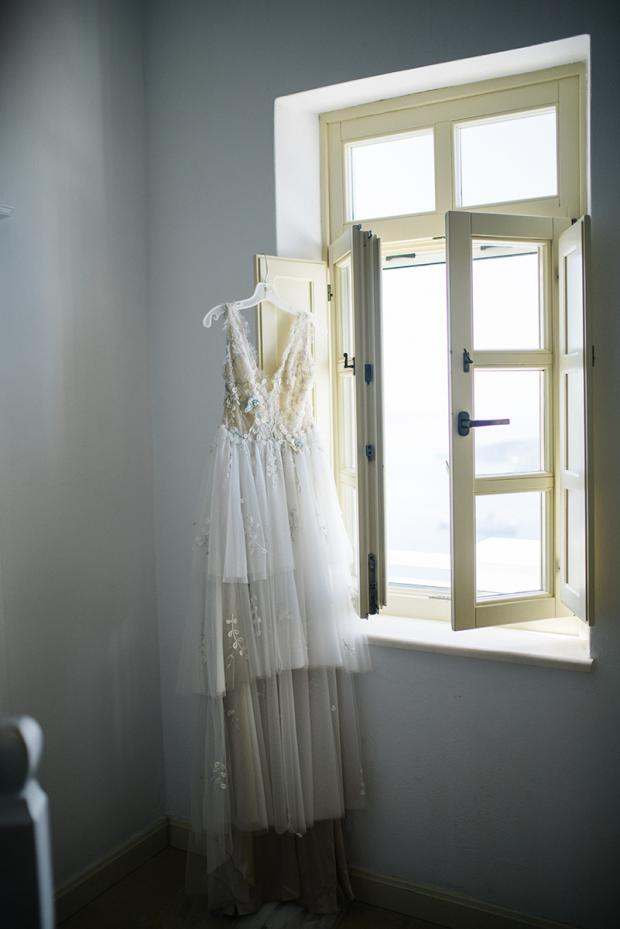 Boho-elegant wedding dress
