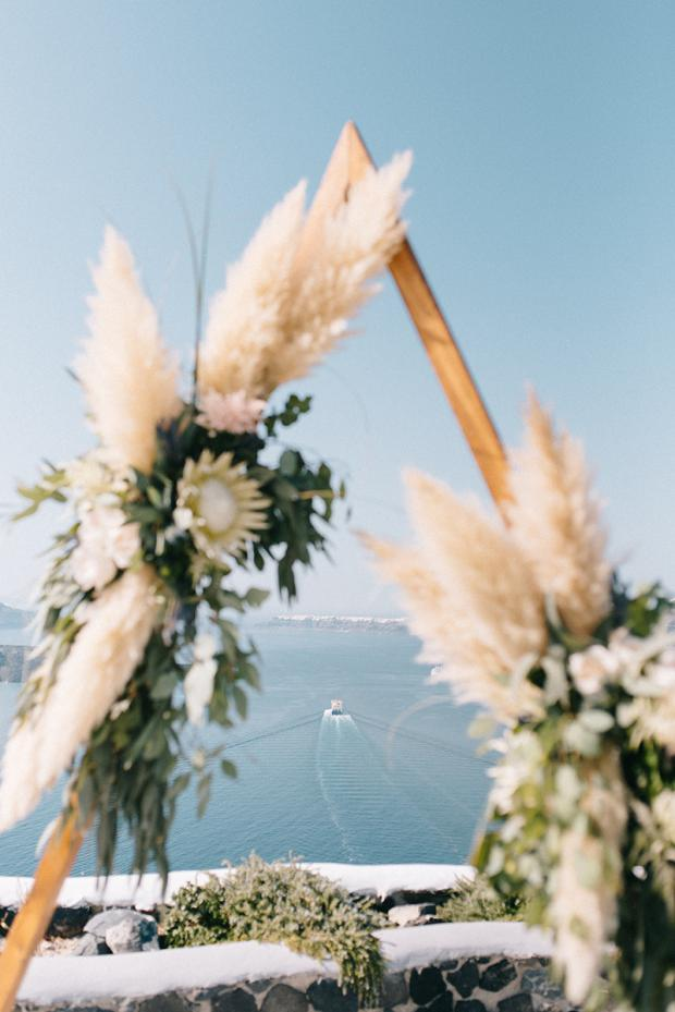Triangle arch with pampas grass and king proteas