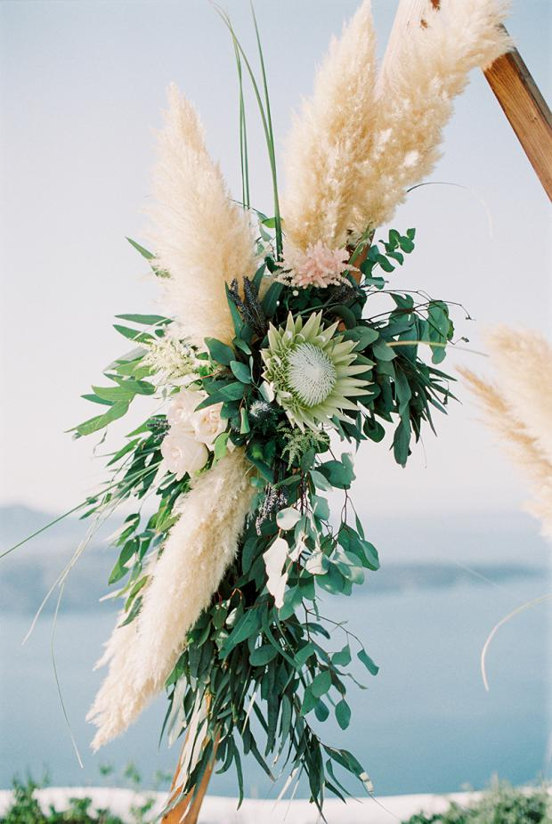 Bohemian wedding - King protea & pampas grass