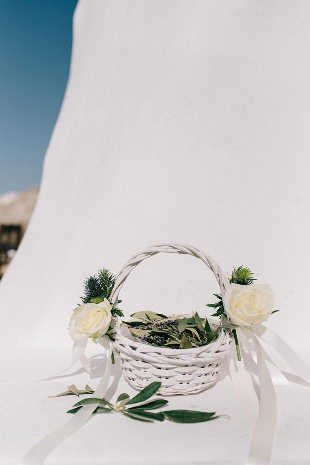 Olive leaves basket instead of rose petals