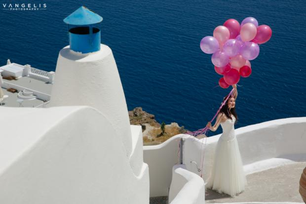 Santorini wedding-purple balloons