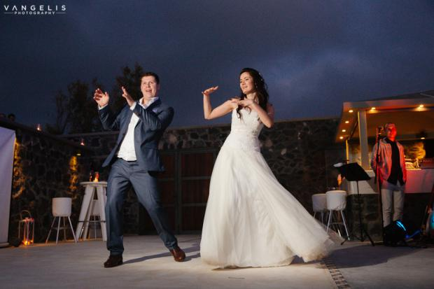 Wedding in Santorini-first dance