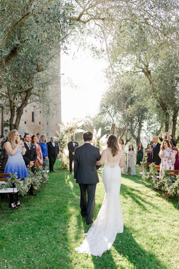 Romantic-modern  ceremony with pampas  at an old castle in ItalyRomantic-modern  ceremony with pampas  at an old castle in Italy