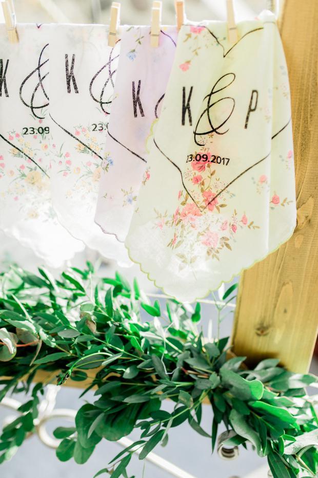 Wedding handkerchief stand