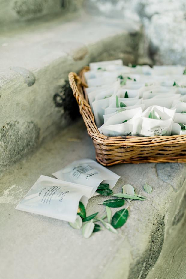 Olive leaves confetti