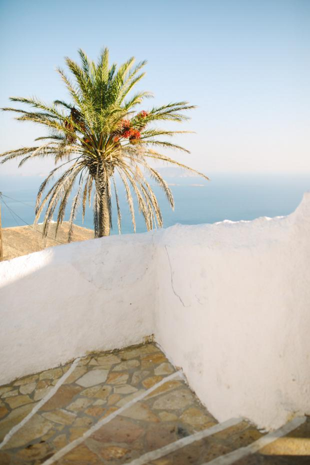Tropical and bohemian wedding at the Greek islands