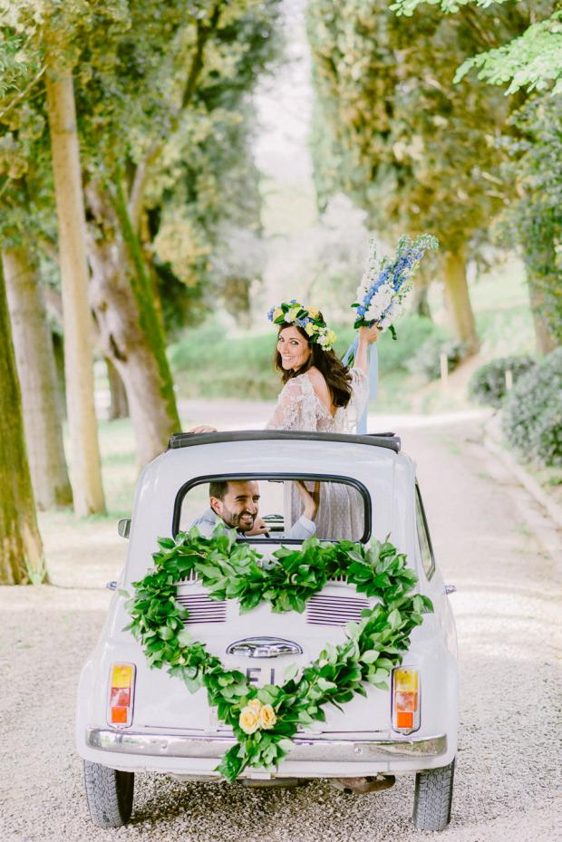 Wedding in tuscany- getaway car
