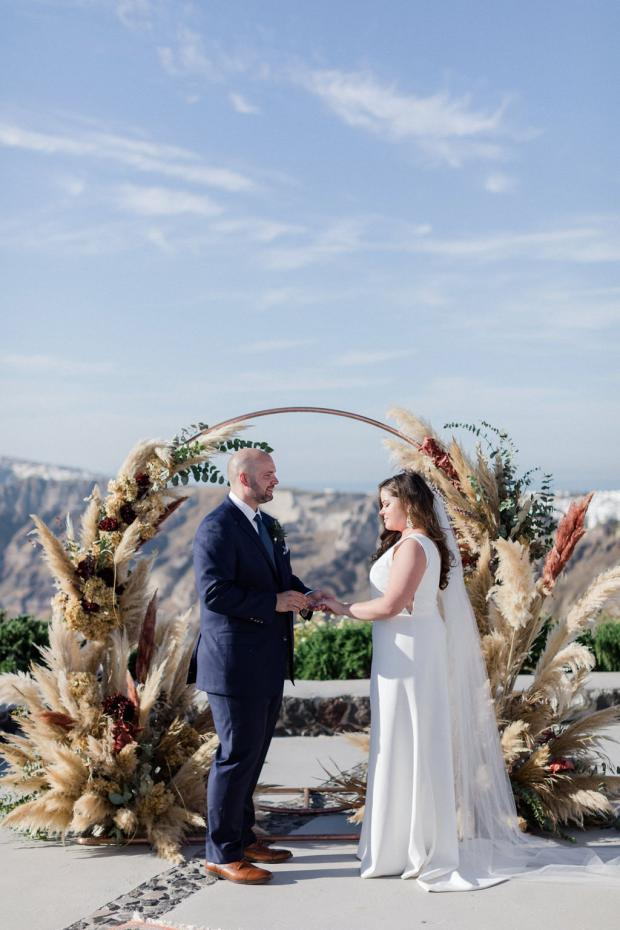 Modern and bohemian wedding ceremony with pampas in Santorini