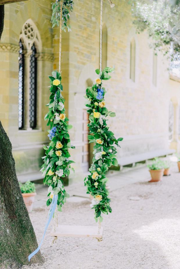 Flower swing- wedding in Italy
