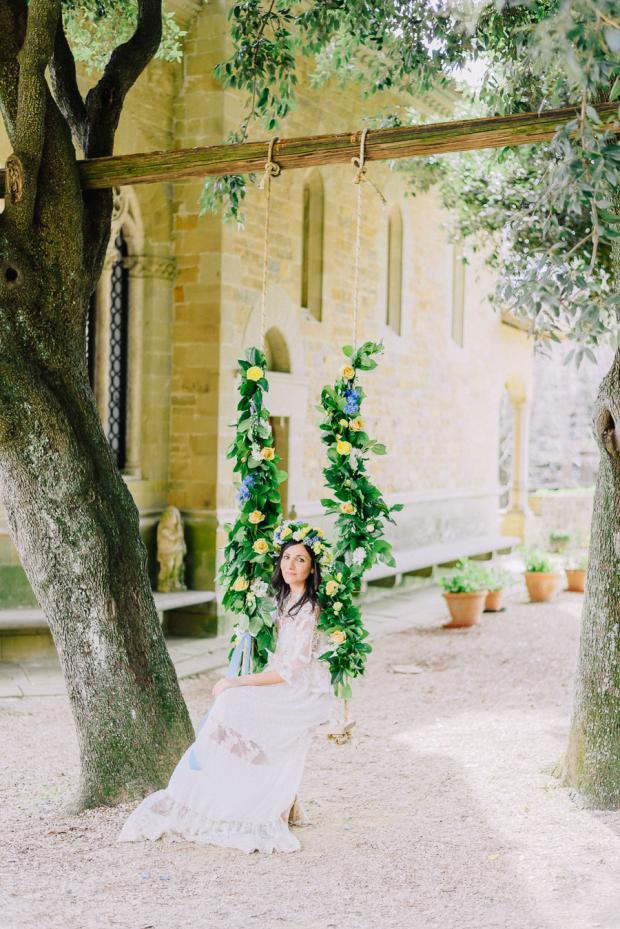Flower swing- bohemian  wedding in Tuscany
