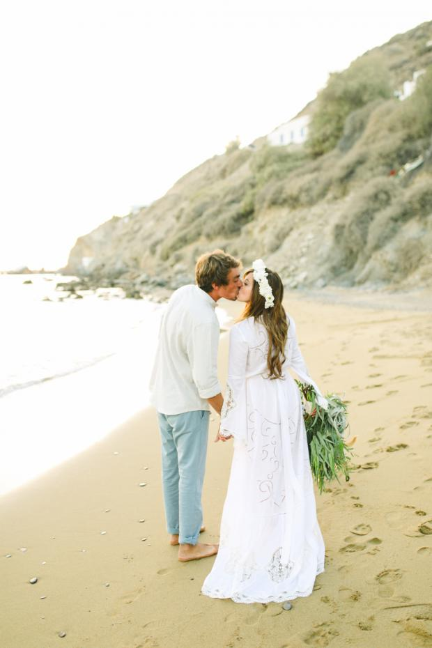 Destination beach wedding - Tie the knot