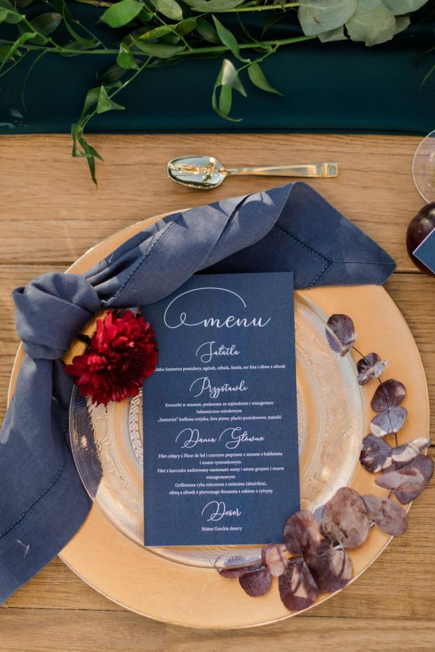 Blue and burgundy autumn wedding table
