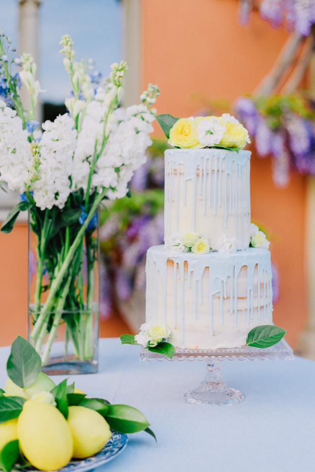 Blue and yellow wedding cake - Tuscany wedding