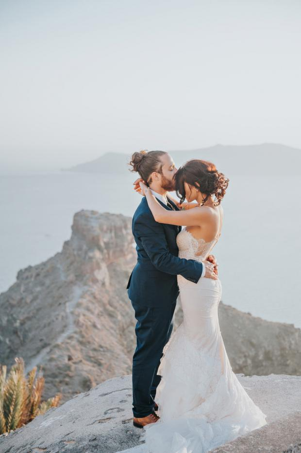 Sweet wedding moment - Santorini