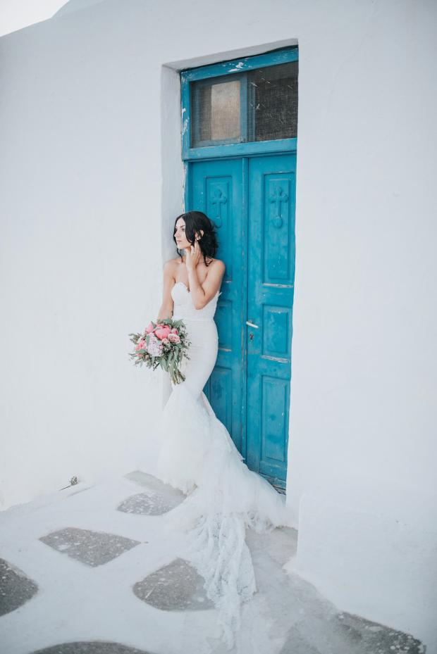 Peony wedding in Santorini -Tie the knot
