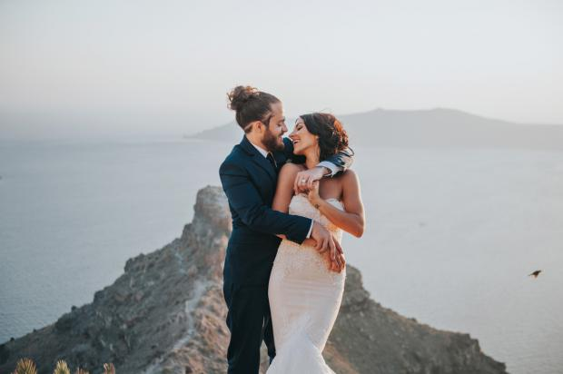 Wedding happiness - Santorini