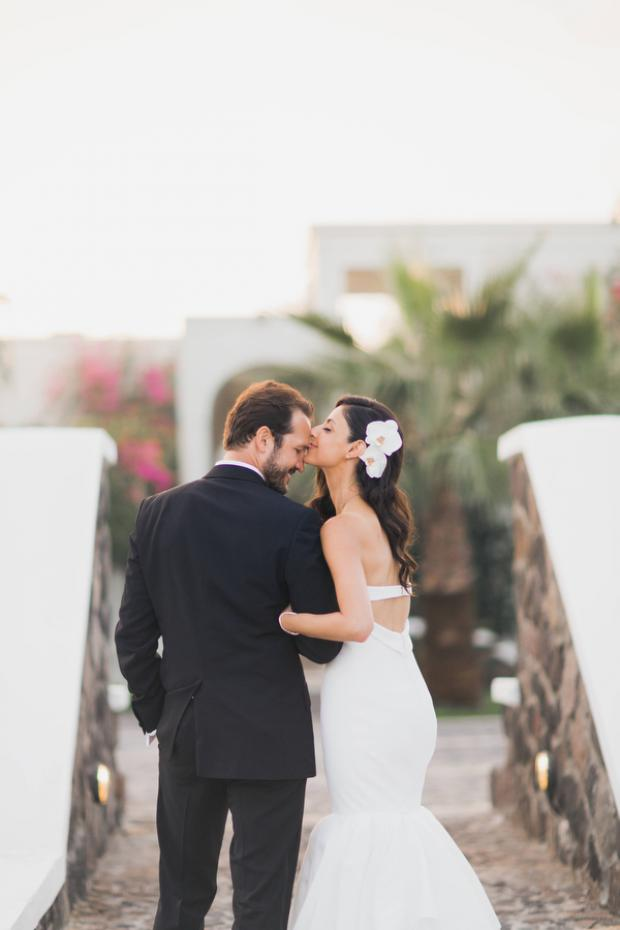 Sweet wedding moments-Santorini