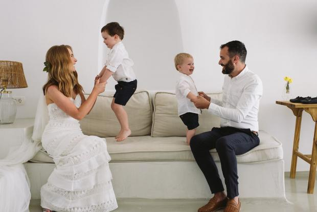 Intimate family elopement in Greece