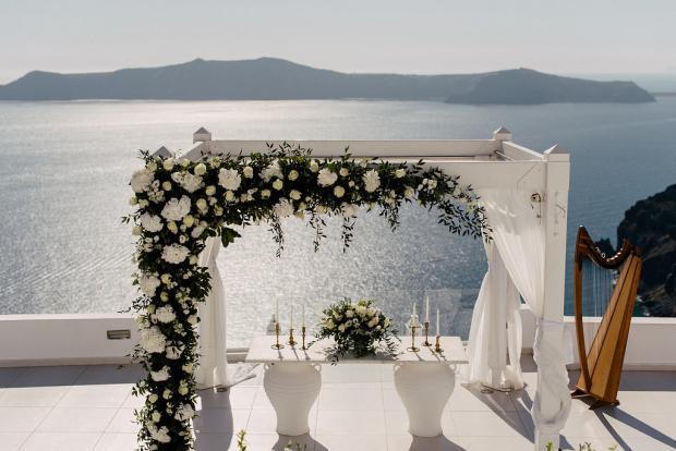 Classy wedding in Santorini- Wedding arch