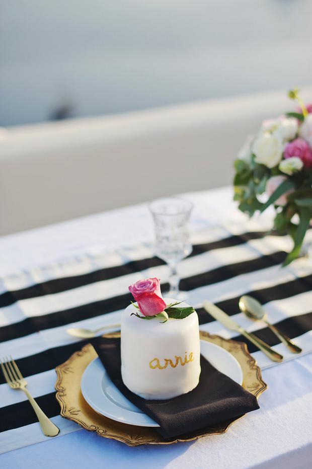 Stylish wedding in Greece- mini cake