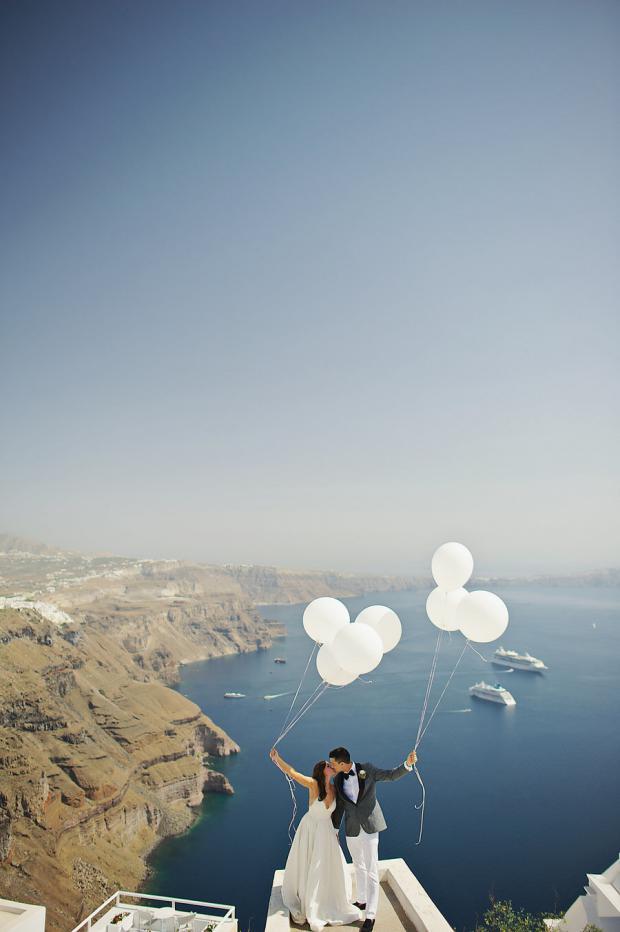 Whimsical wedding in Santorini