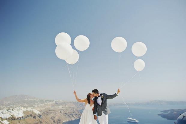 Whimsical wedding in Santorini-balloons