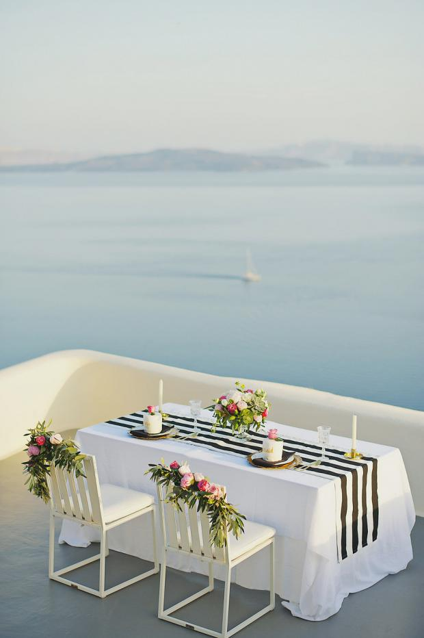 Romantic dinner in Santorini- Tie the knot in Santorini
