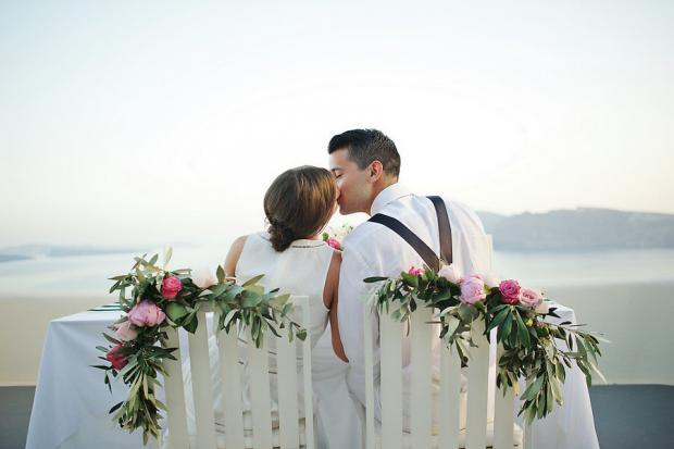 Stylish elopement in Santorini