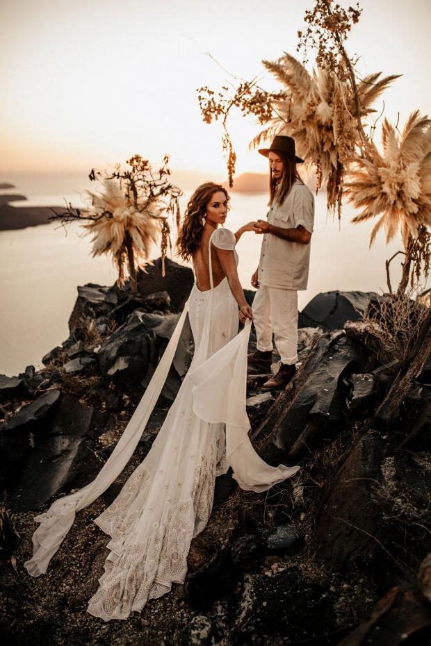 Adventurous elopement in Greece- pampas grass ceremony