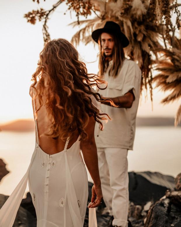 Adventurous elopement in Greece- bridal hairsyle