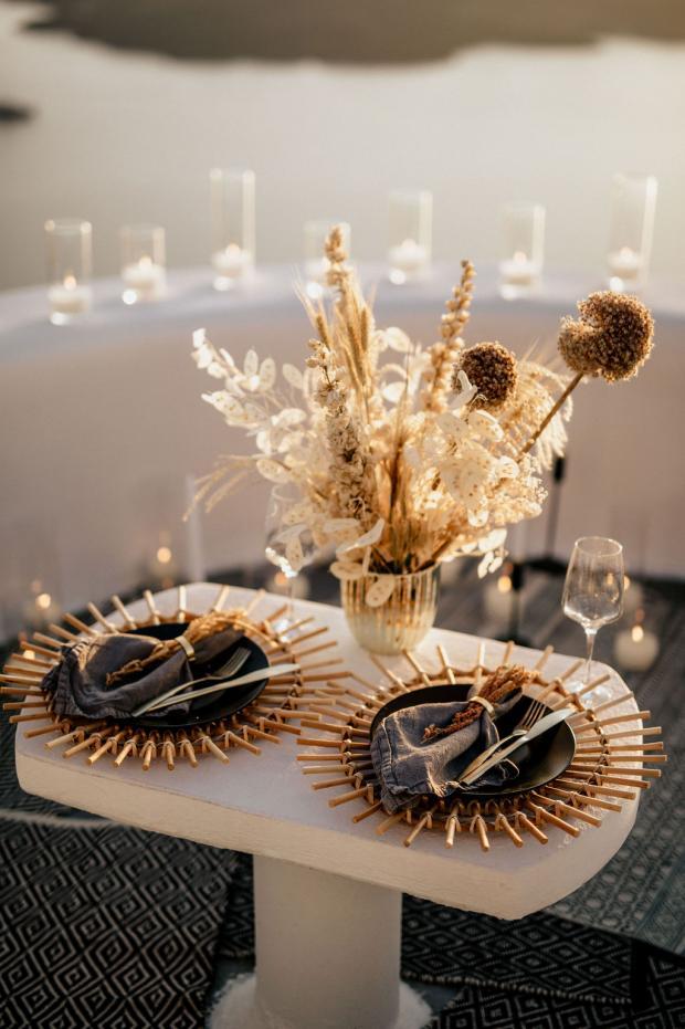 Romantic dinner - Dried flowers centrepiece