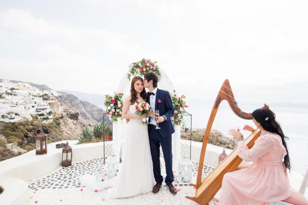 Romantic wedding in Santorini-harpist