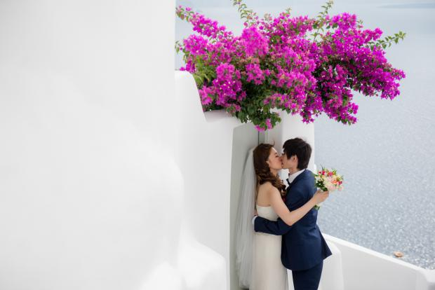 Wedding in Santorini-bougainvillea